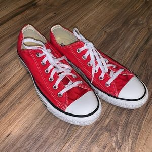 Converse Sneakers Size 7 / 9
